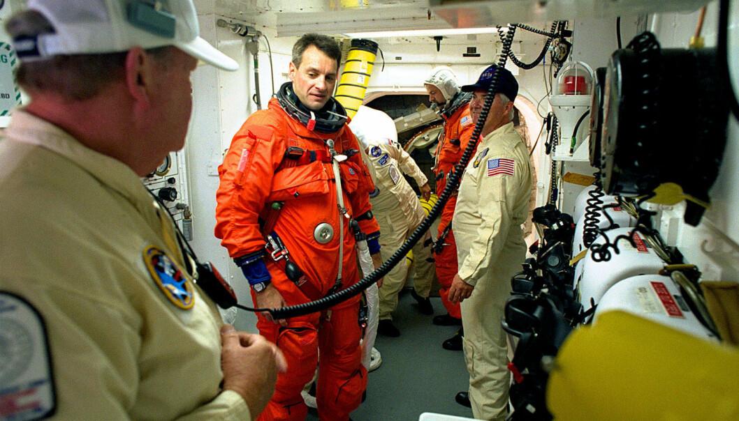 Under oppskytning og landing må astronauter ha på seg romdrakt. NASA utlover en premie til den som kan finne opp et nytt system slik at astronautene kan gjøre sitt fornødne i draktene sine i opptil seks dager (Foto: AGE/Spacephotos Com)