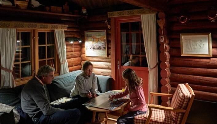 Hytta står der og venter på innrykk, sommer som vinter. Den er et sted der flere generasjoner er samlet over tid. (Foto: Haakon Harriss, Norsk Folkemuseum)