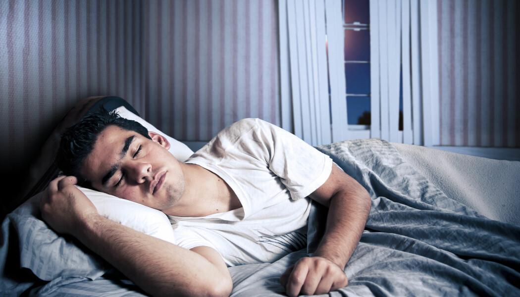 De fleste menn har nok opplevd å våkne til en våt overraskelse om morgenen, når nattens drømmer har vært litt for livaktige. Men det er altså helt ufarlig å gå i lengre tid uten å få utløsning, slår en dansk forsker fast. (Foto: Fer Gregory / Shutterstock / NTB scanpix)
