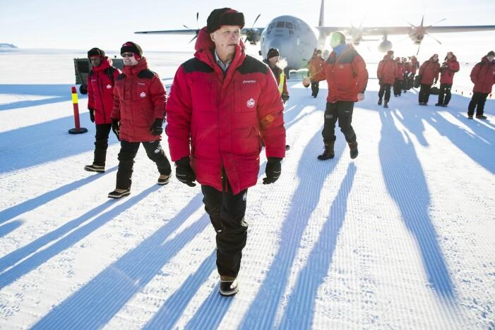 Kong Harald ble i 2015 den første norske konge på besøk i Dronning Maud Land i Antarktis. Kongen var med på feiringen av 10-årsjubileet til den norske forskningsstasjonen Troll. Stasjonen kan ta imot store fly. (Foto: Tore Meek / NTB scanpix)