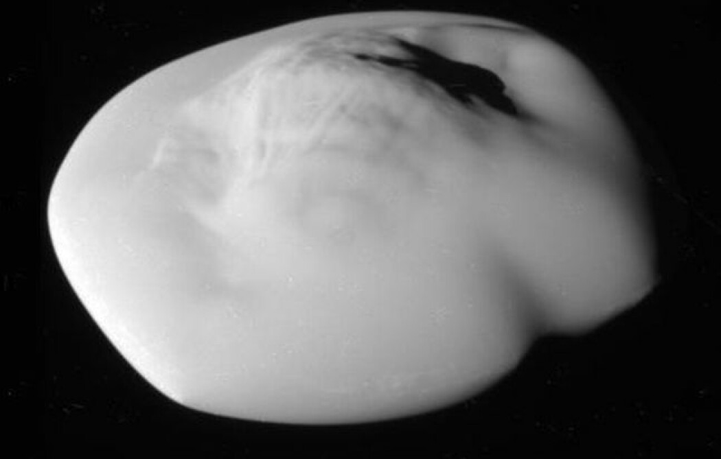 Månen ATLAS sett av Cassini. Den er omtrent 40 kilometer lang. (Bilde: NASA)