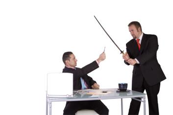 Ei bokstaveleg tolking av at «pennen er mektigare enn sverdet» kan skape interessante situasjonar på kontoret.