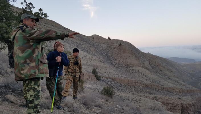 Lokale naturoppsyn i Kopek Dag-fjellene på grensen til Iran. Foto John Linnell, NINA.