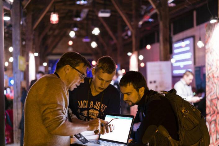 Tre av deltakerne under Junction Hackathon 2016 i Finland. (Foto: Junction Hackathon)