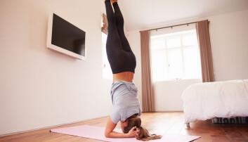 Kvinner råder hverandre til å stå på hendene eller ligge på ryggen og vippe underlivet oppover etter sex – men det er ikke hold i de velmente rådene.  (Illustrasjonsfoto: Monkey Business Images / Shutterstock / NTB scanpix)