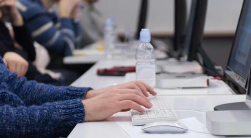 Noen studenter sliter med å bruke digitale læremidler. Lærerne mangler kompetanse til å gjøre noe med det
