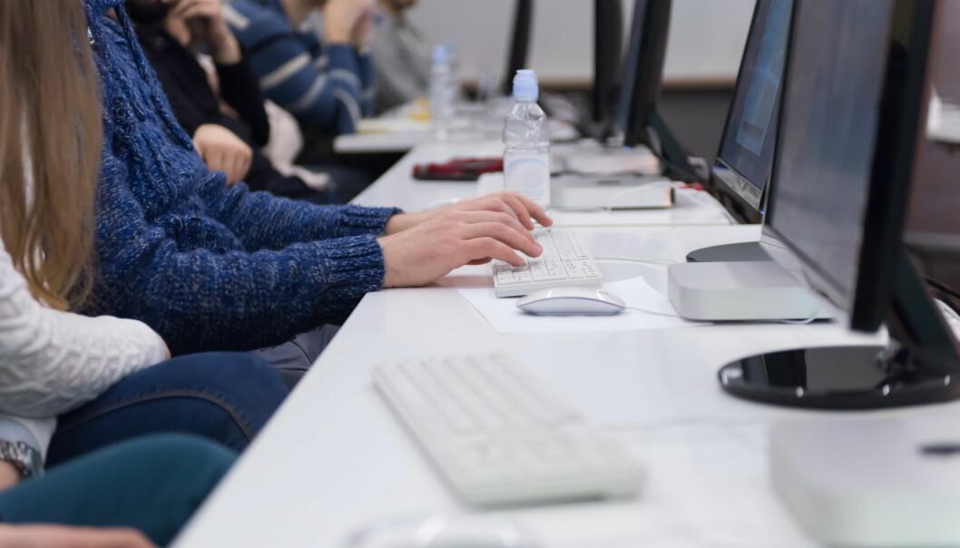 – Hvis lærerne selv skal gjøre læremidlene universelt utformet, trengs det opplæring, verktøy som kan hjelpe dem med å gjøre dette og påtrykk fra ledelsen, sier forsker. (Illustrasjonsfoto: dotshock / Shutterstock / NTB scanpix)