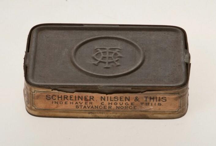 Håndlaget sardineske, legg merke til loddingen langs kantene. Foto: MUST/ Norsk hermetikkmuseum