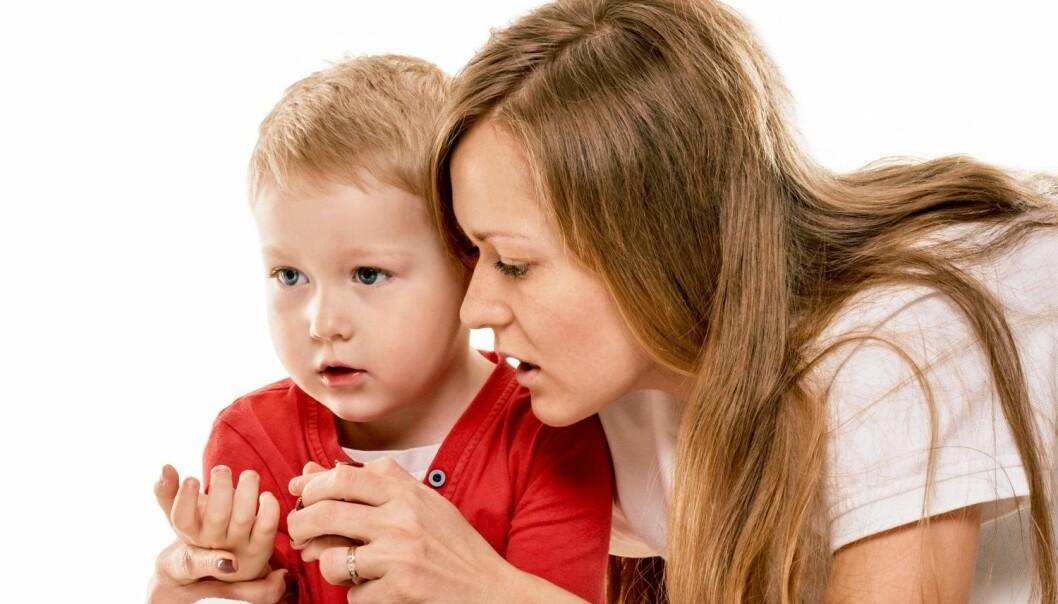 Små barn kan komme med bruddstykker av historier om overgrep. De kan si noe kort og direkte. Litt eldre barn kan bruke lengre tid på å komme til kjernen, ifølge forsker Åse Langballe ved Nasjonalt kunnskapssenter om vold og traumatisk stress. (Foto: Denys Kurbatov / Shutterstock / NTB scanpix)