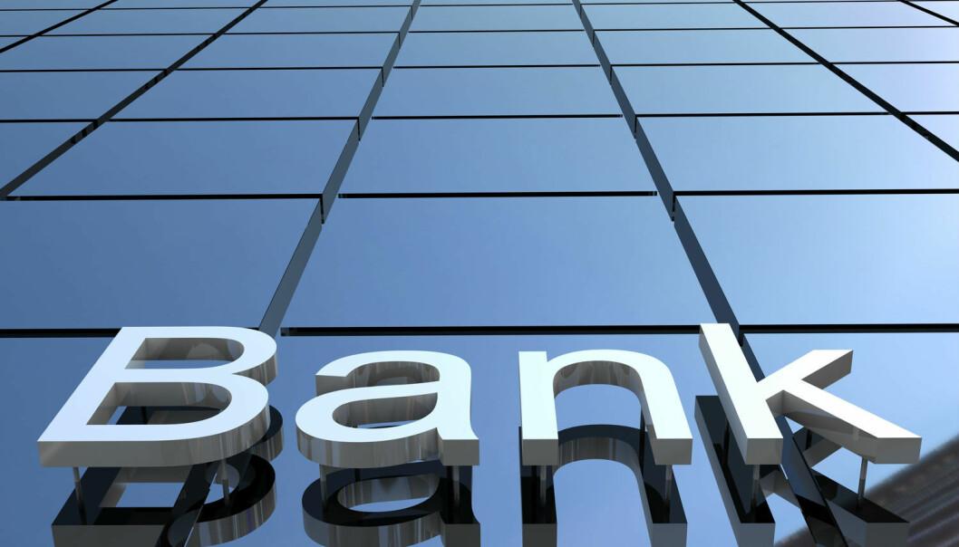 Banken skal både være megler som formidler kundenes ordre, selger av egne produkter og rådgiver for kundene sine om hvordan de bør plassere pengene sine.Er dette for mange oppgaver for en og samme bank? (Foto: Shutterstock / NTB scanpix)