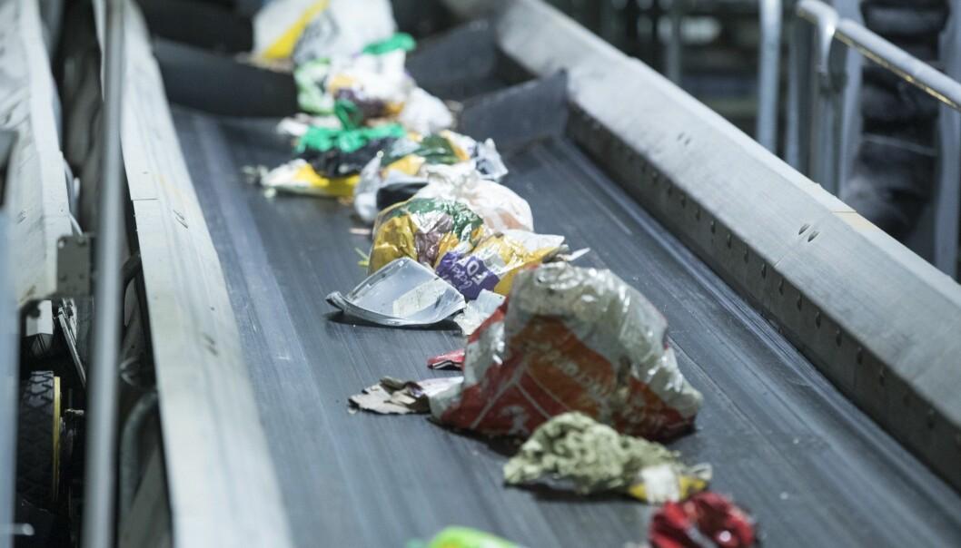 Daglig passerer store mengder med søppel og plast på Haraldrud gjenbruksstasjon på Brobekk i Oslo. (Foto: Terje Pedersen, NTB scanpix)