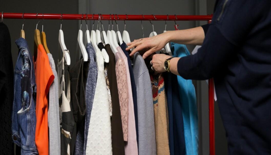 Hvilket materiale klærne er laget av, hvor lenge du bruker dem og hvor ofte du vasker dem, har noe å si for det totale miljøavtrykket.  (Foto: Berit Roald, NTB scanpix)