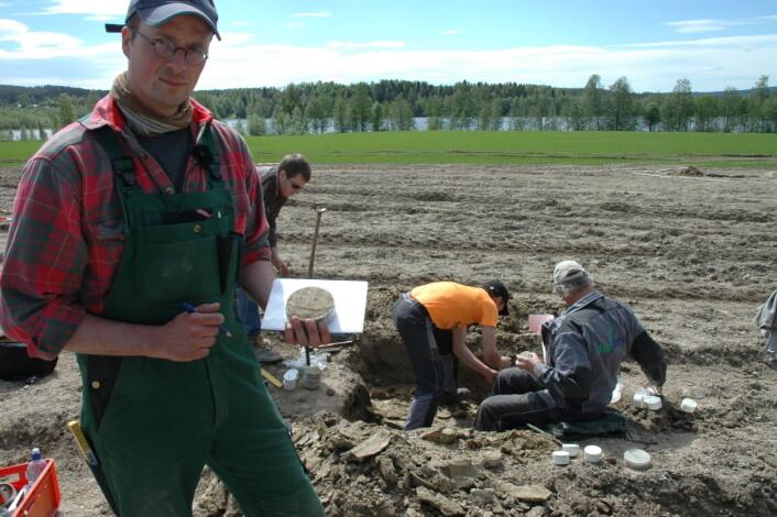 Forsker Till Seehusen i NIBIO leder prosjektet med pakkeforsøk. (Foto: Jon Schärer)