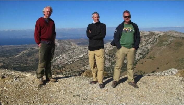 Jobben med å kartlegge fjelltoppbyen Kastro Apalirou på den greske øya Naxos ble en mer omfattende oppgave enn de tre forskerne Knut Ødegård, Håkon Roland og David Hill fra Universitet i Oslo hadde regnet med. (Foto: Privat)