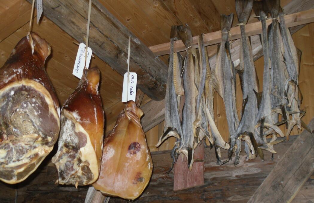 Spekeskinke og tørrfisk er eksempler på konserverte tradisjonsprodukt (Foto: Eva Narten Høberg, NIBIO)