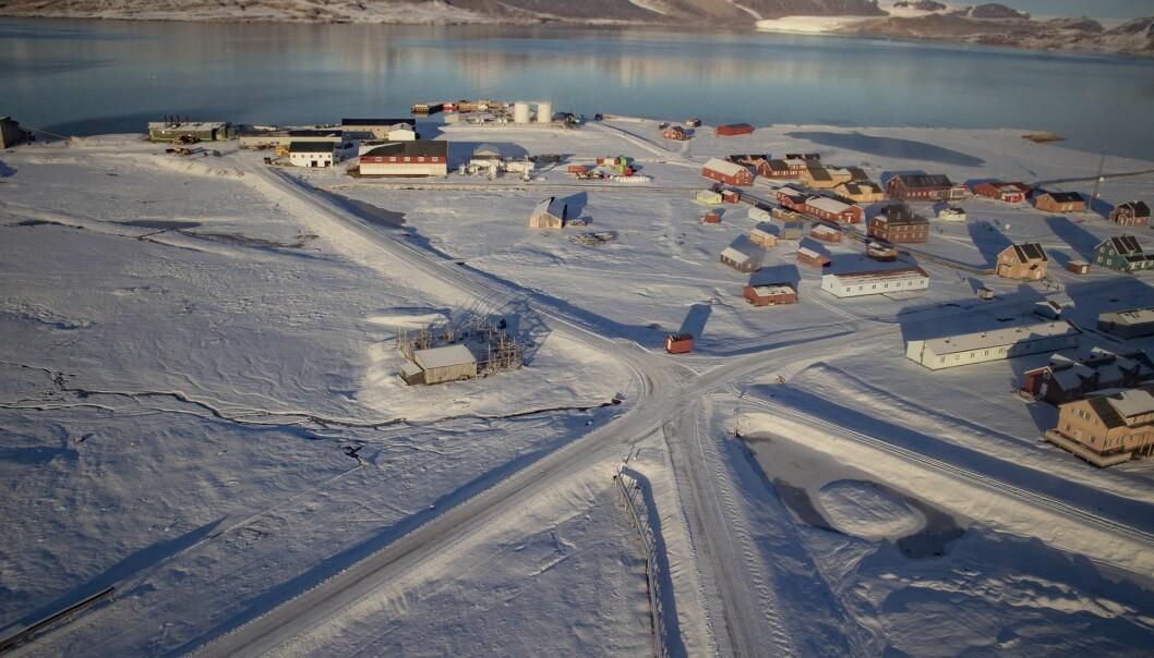 Oversiktsbilde av Ny-Ålesund på Svalbard. Andelen innbyggere på Svalbard sank noe i andre halvår av 2018, men er fortsatt relativt stabilt og det nest høyeste noensinne. (Foto: Are Føli, NTB scanpix)