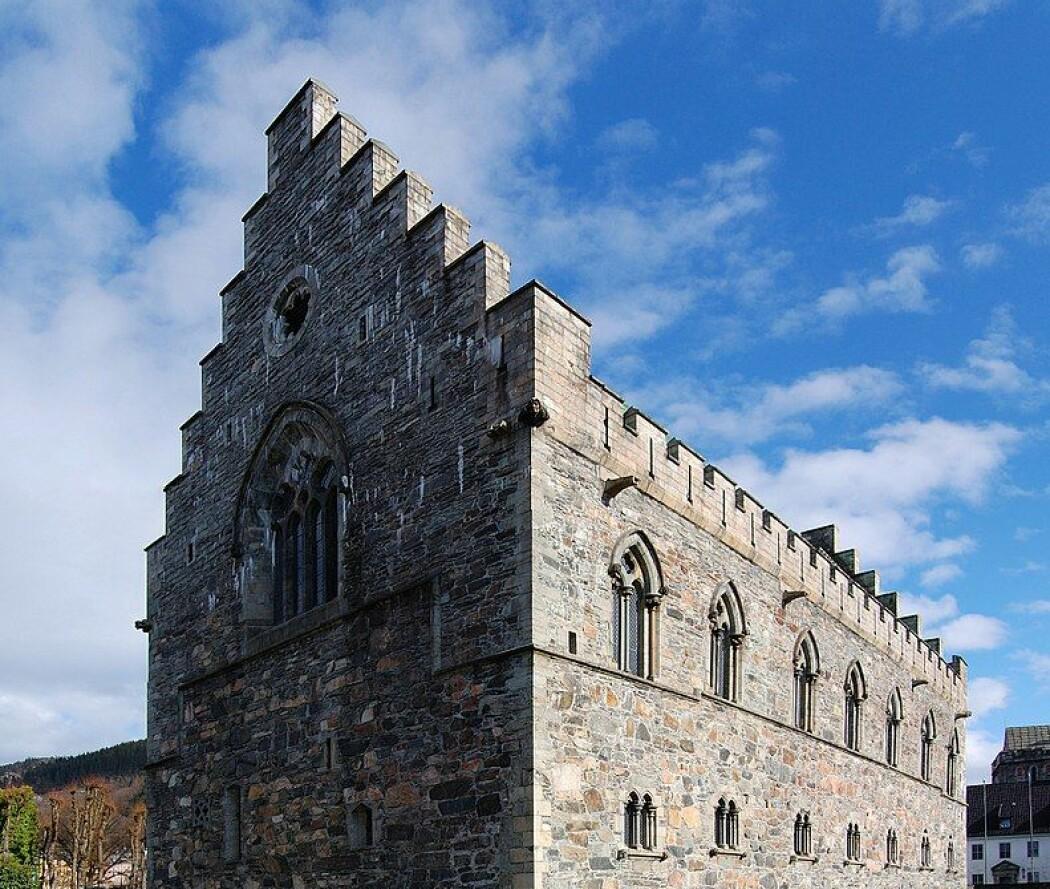 Håkonshallen stod ferdig til Magnus Lagabøtes bryllup i 1261. 14 år senere skulle han vedta en ny lov som tok hensyn til landets fattige og trengende. (Foto: Petr Šmerkl, Wikipedia - CC BY-SA 3.0)