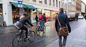 Syklister og lang ventetid i lyskryss holder fotgjengere tilbake