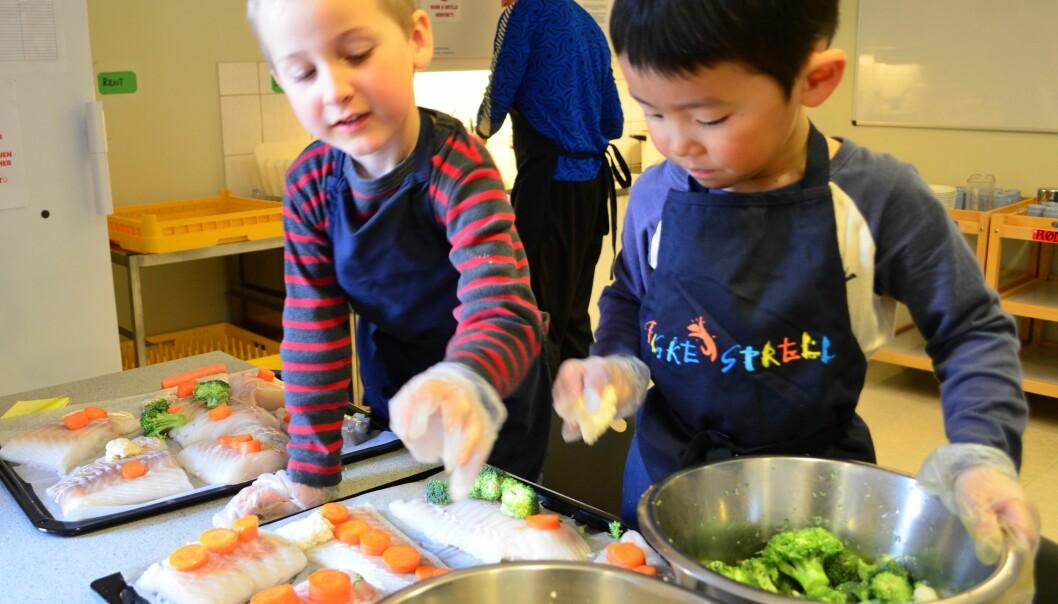 - Barn er lite interessert i helse slik vi voksne er, så man bør snakke om hvor godt maten smaker i stedet for hvor sunn den er, skriver forskerne bak denne teksten. (Foto: Siril Alm / Nofima)