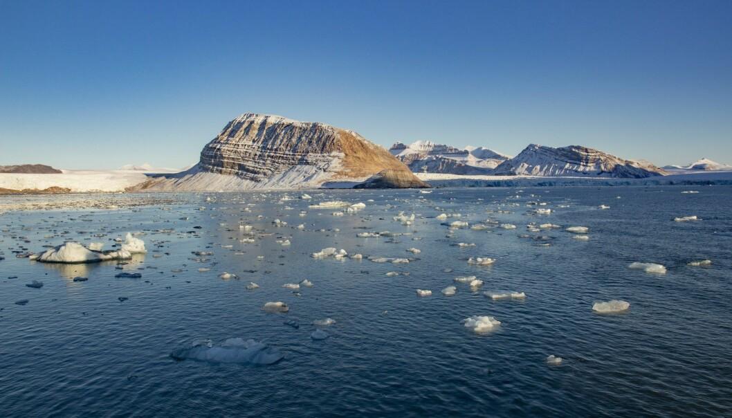 Smeltende is fra isbreer som kalver ut i Kongsfjorden ved Ny-Ålesund på Svalbard. (Foto: Are Føli, NTB scanpix)