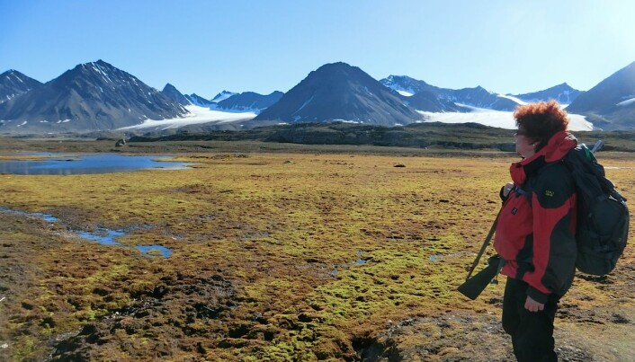 Professor Mette Svenning har forsket på metan-bakterier i årevis. Her er hun på leit etter mikrober på Svalbard. (Foto: Tim Urich)