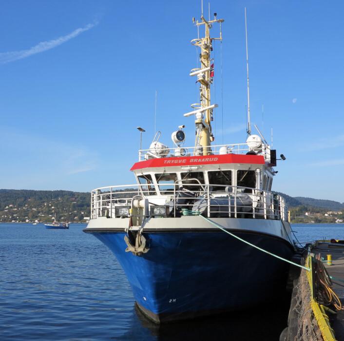 """/F """"Trygve Braarud"""" er UiOs største forskningsskip. I bakgrunnen det mindre søsterskipet F/F """"Bjørn Føyn"""" på tokt rett utenfor Drøbak. (Foto: Bjarne Røsjø, UiO)"""