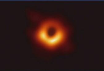 Her er det første bildet av et sort hull