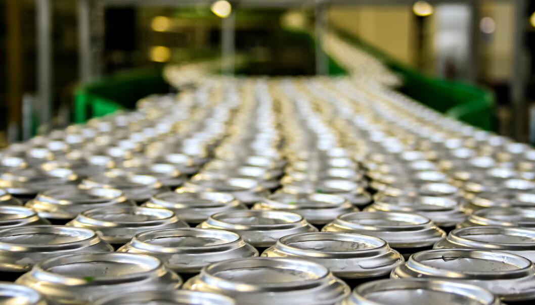 Brusindustrien sponser mange studier av sukkerdrikkens virkning på helsa. En ny undersøkelse viser at nesten alle disse studiene konkluderer med at brusen ikke har noen negativ virkning.  (Foto: maxpetrov / Shutterstock / NTB scanpix)