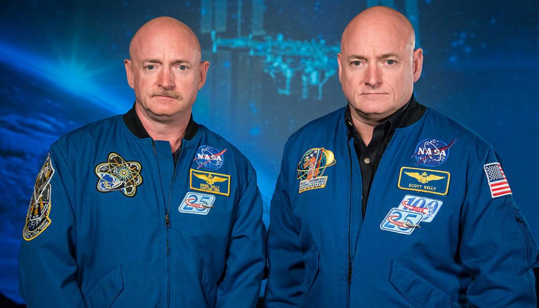 Mark Kelly til venstre, med tvillingbroren Scott Kelly til høyre. Dette bildet ble tatt rett før Scott Kellys lange romoppdrag (Bilde: NASA)