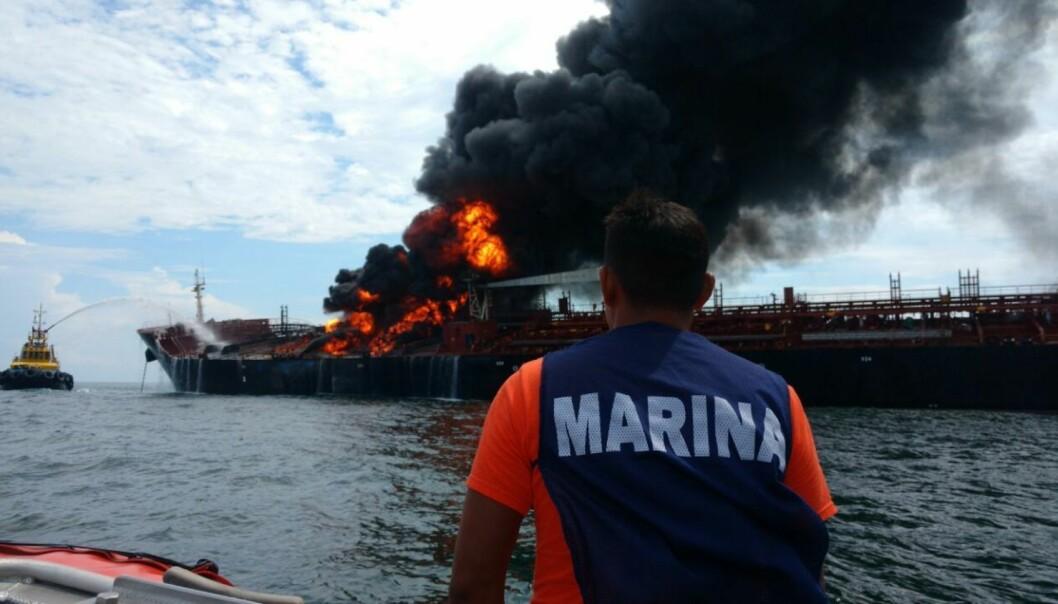 Den 24. september ble det brann på tankskip eid av det meksikanske, statlig eide oljeselskapet PEMEX.  AFP PHOTO / Mexican Navy/ HO / NTB scanpix