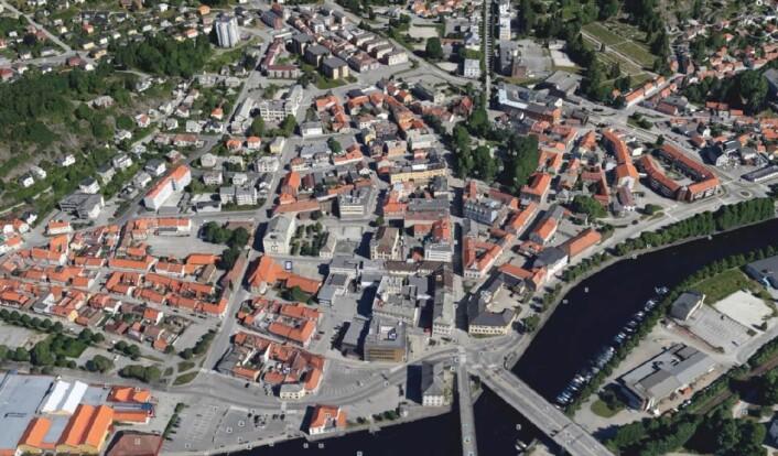 Forskerne fikk i oppdrag å finne ut av om det er mulig å utnytte og utvikle Halden sentrum, og hvilke konsekvenser det vil få for byen og innbyggerne. (Foto: Google Earth)