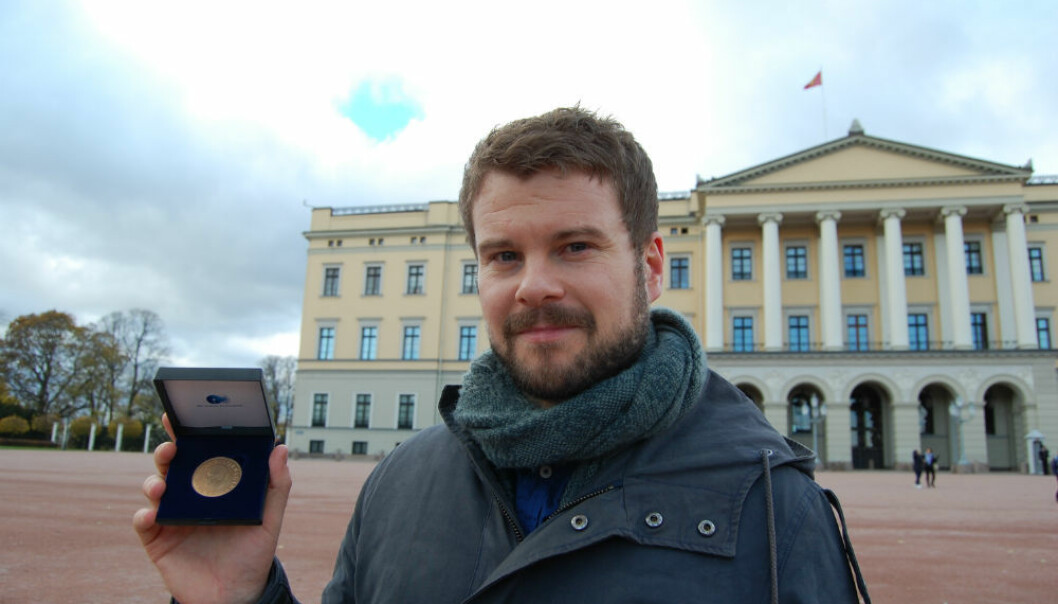 Postdoktor Tore Wig med Gullmedaljen. (Foto: Hanne Iglebæk Christensen)