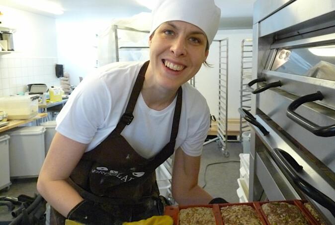 Det kan være krevende å bake brød av eldre kornsorter, men småskalaprodusenter kan tilpasse baketeknikken etter råvaren. (Foto: Foto Randi B. Frøseth)