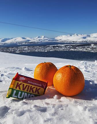 Kvikklunsj og appelsin er fine å ha i tursekken. (Foto: David Jensen, UiT)