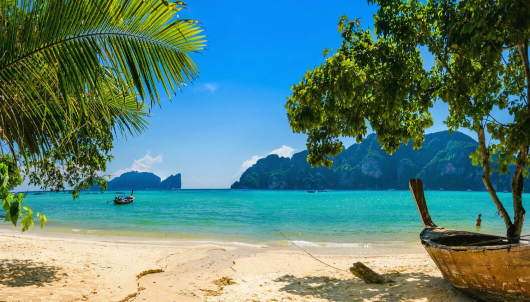 Thailand holder skansen som det nest mest populære landet å reise til for nordmenn om vinteren, etter Spania inkludert kanariøyene. Thailand er vinneren på rutefly og nummer to på charter på avganger fra Norge. Andre populære reisemål som Egypt og Tunisia har falt helt ut. Bildet er fra Phi Phi Island i Phuket-området.  (Foto: Shutterstock/NTB Scanpix)