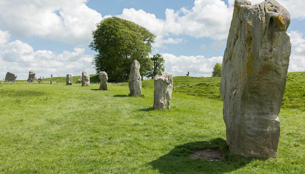 Et eksempel på bautasteiner i Storbritannia. Disse står i Wiltshire i England, og ble satt opp en gang mellom 3000 og 2000 f.Kr. (Bilde: Diliff/CC BY-SA 3.0)