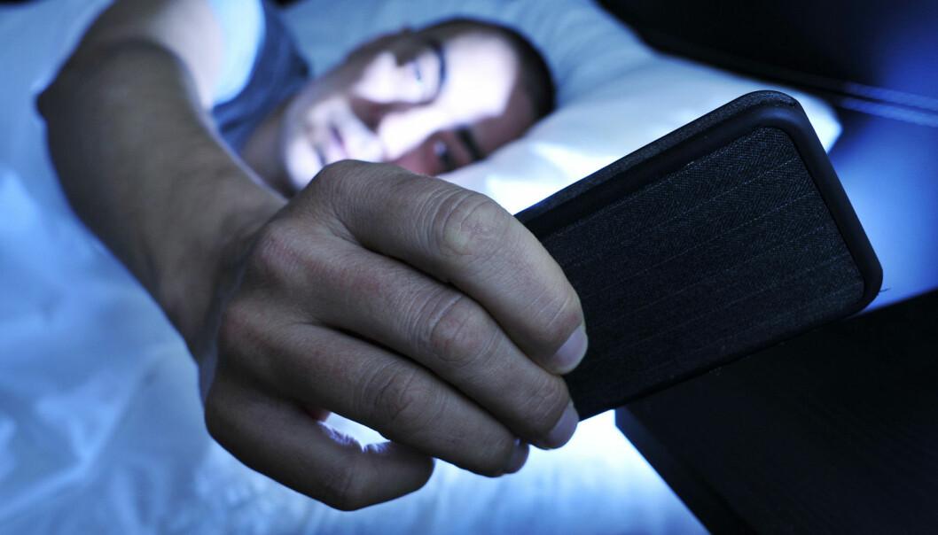 Bare det å ha telefoner eller andre duppeditter på soverommet er forbundet med søvnproblemer, selv når apparatene ikke brukes, konkluderer forskerne bak en ny studie.  (Foto: nito / Shutterstock / NTB scanpix)