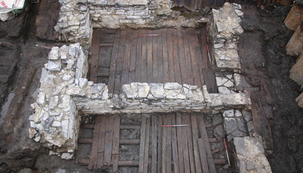 Bildet viser en steinkjeller funnet under utgravningene ved Bispeborgen. (Foto: NIKU)