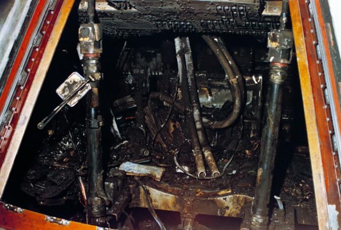 Den forbrente innsiden av Apollo 1-kapselen der tre astronauter døde. (Foto: NASA)