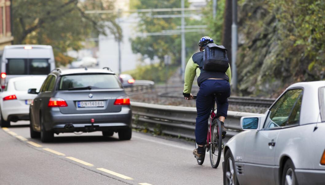 Her går det nok litt fortere enn idealhastigheten. En syklist på vei ned Kongsveien i Oslo. (Foto: Berit Roald, NTB scanpix)
