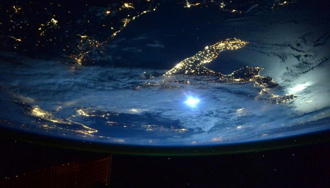 Kelly tvitret dette bildet av Italia i månelys med emneknaggen #BuonaNotte. (Foto: NASA)