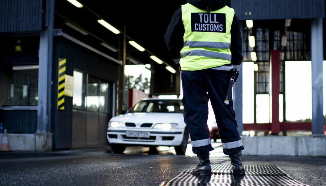 Når en bil full av mulige smuglere ruller inn i tollen, kan det lønne seg for politiet å snakke med alle samtidig. Sammen klarer løgnere nemlig ikke å etterligne en gruppe som snakker sant, hevder forskere. (Foto: Ole-Martin Grav, VG/NTB scanpix)