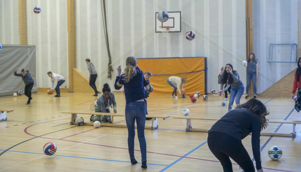 Elevene ved (Vøyenenga skole i Bærum forsøker ulike aktiviteter. (Foto: Emil Sollie)