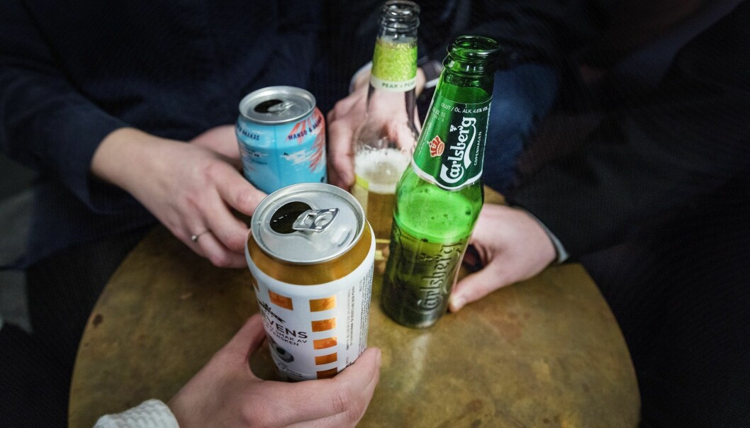 En studie utført av Folkehelseinstituttet viser at 1 av 10 arbeidstakere opplever drikkepress i jobbsammenheng. (Foto: Gorm Kallestad, NTB scanpix)