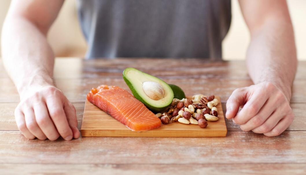 Steinalderkostholdet består blant annet av mye fisk, nøtter og grønnsaker. En ny doktoravhandling mener dette kan ha positiv effekt for både overvektige og personer med diabetes type 2  (Illustrasjonsfoto: Syda Productions/Shutterstock/NTB scanpix).