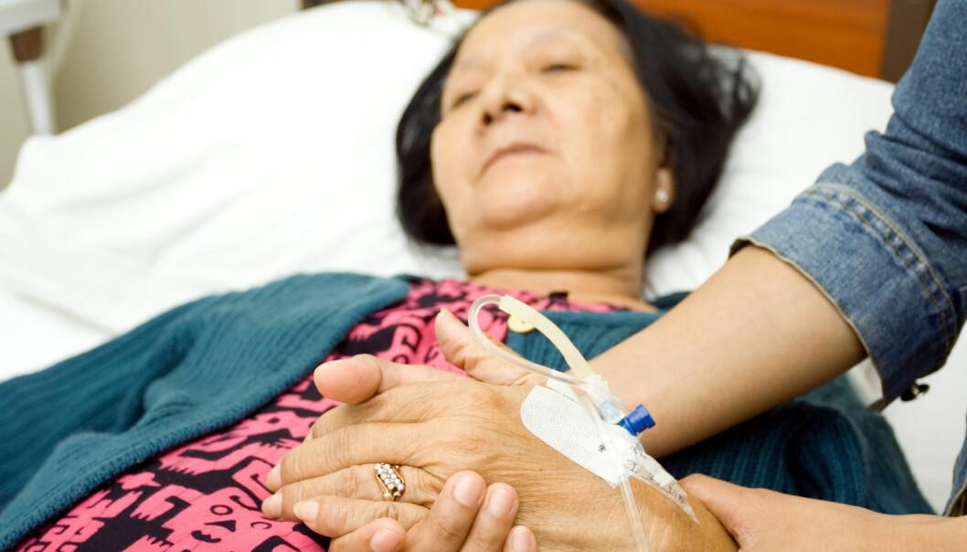 Det er de pårørende som ofte må sørge for at den eldre syke moren eller faren får den hjelpen de har krav på.  (Foto: Ampyang, Shutterstock, NTB scanpix)