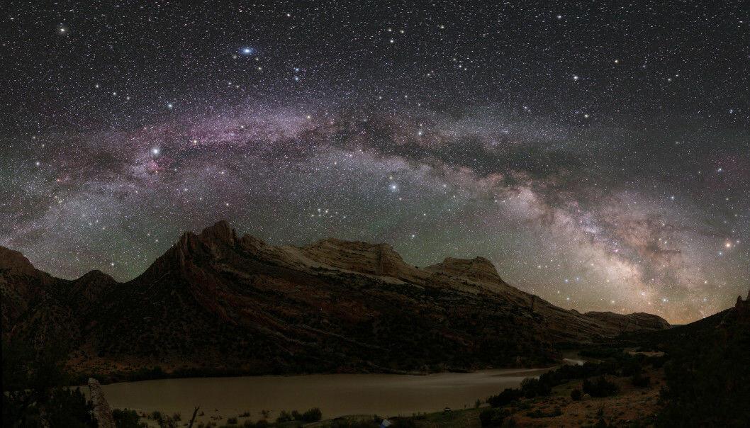 Det er nok ikke vanlig å se Melkeveien så tydelig som dette. Bildet er tatt i Dinosaur National Park i USA. (Foto: Dan Duriscoe)