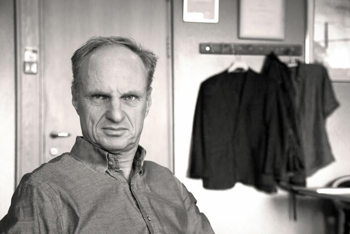 John Grue er den første i verden som har funnet den matematiske forklaringen på hvorfor svære skip kan danne en tsunami. Resultatene hans blir nå publisert i Journal of Fluid Mechanics. (Foto: Yngve Vogt)