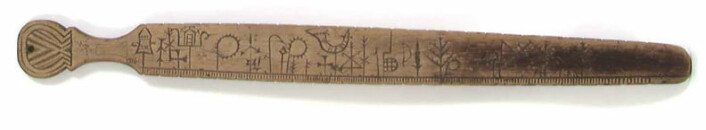 Slik kunne en primstav se ut. Akkurat denne primstaven er datert helt tilbake til 1666. Foto: Reinsfelt, Anne-Lise / Norsk Folkemuseum/ CC BY-SA 4.0)