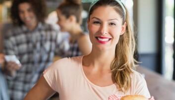Falske smil kan gjøre at du drikker mer etter jobb